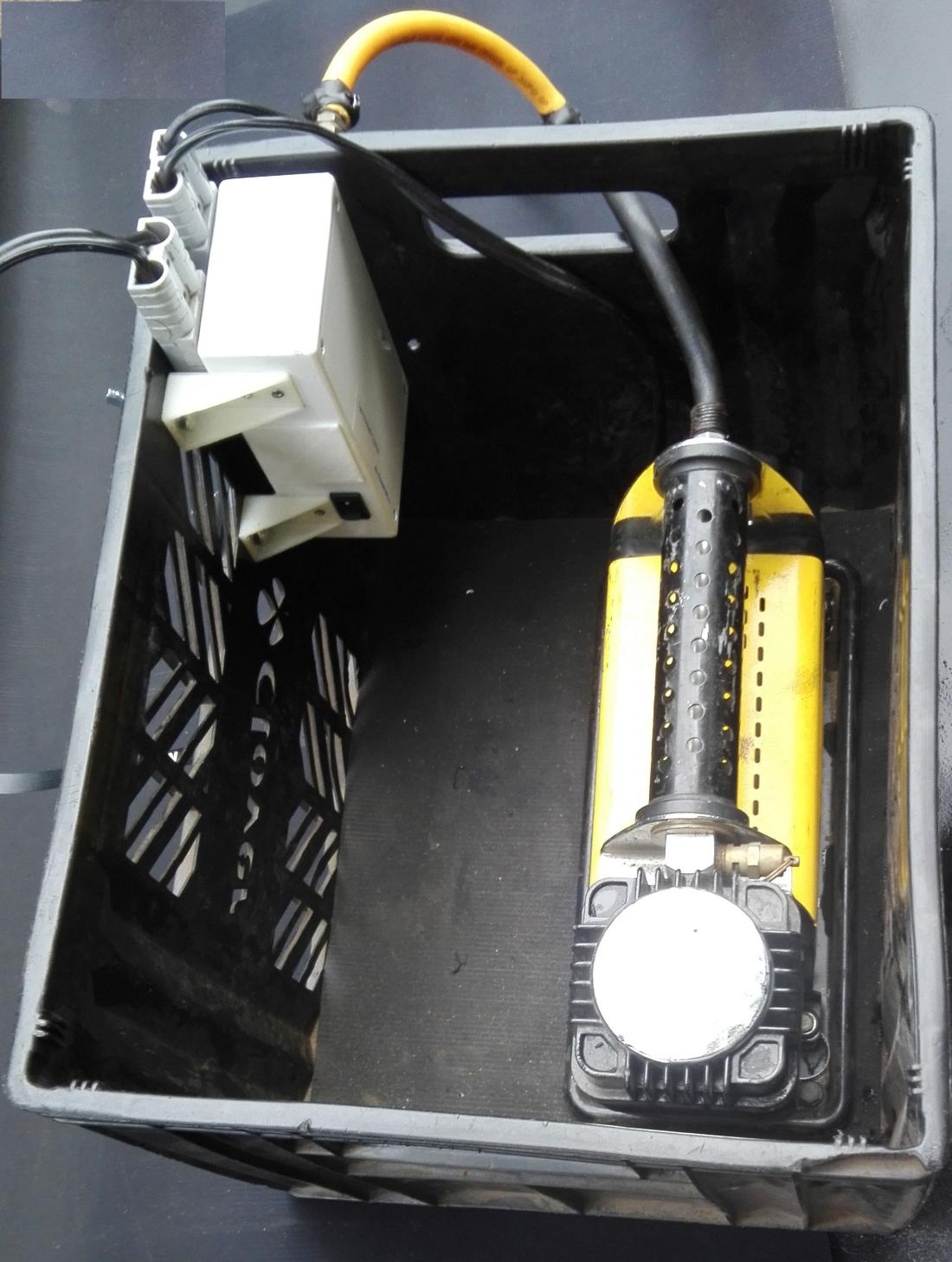 Automatic tyre inflator/deflator control unit in crate